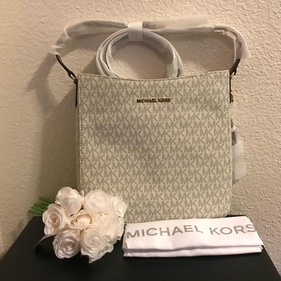 c36c6e09a13dbd Michael Kors Bags | Jet Set Travel Large Logo Messenger | Poshmark